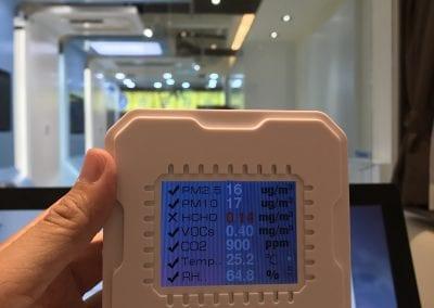 室內不同位置的懸浮粒子濃度 (PM2.5, PM10) 都完全達標